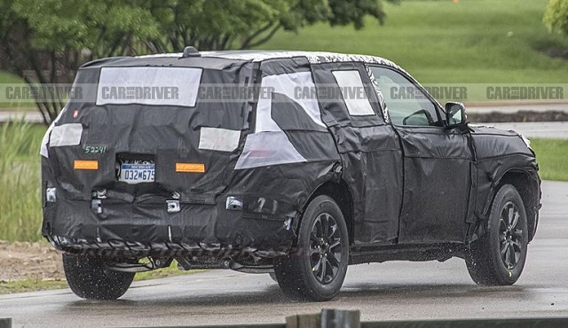 2021 Jeep Grand Cherokee spy shots