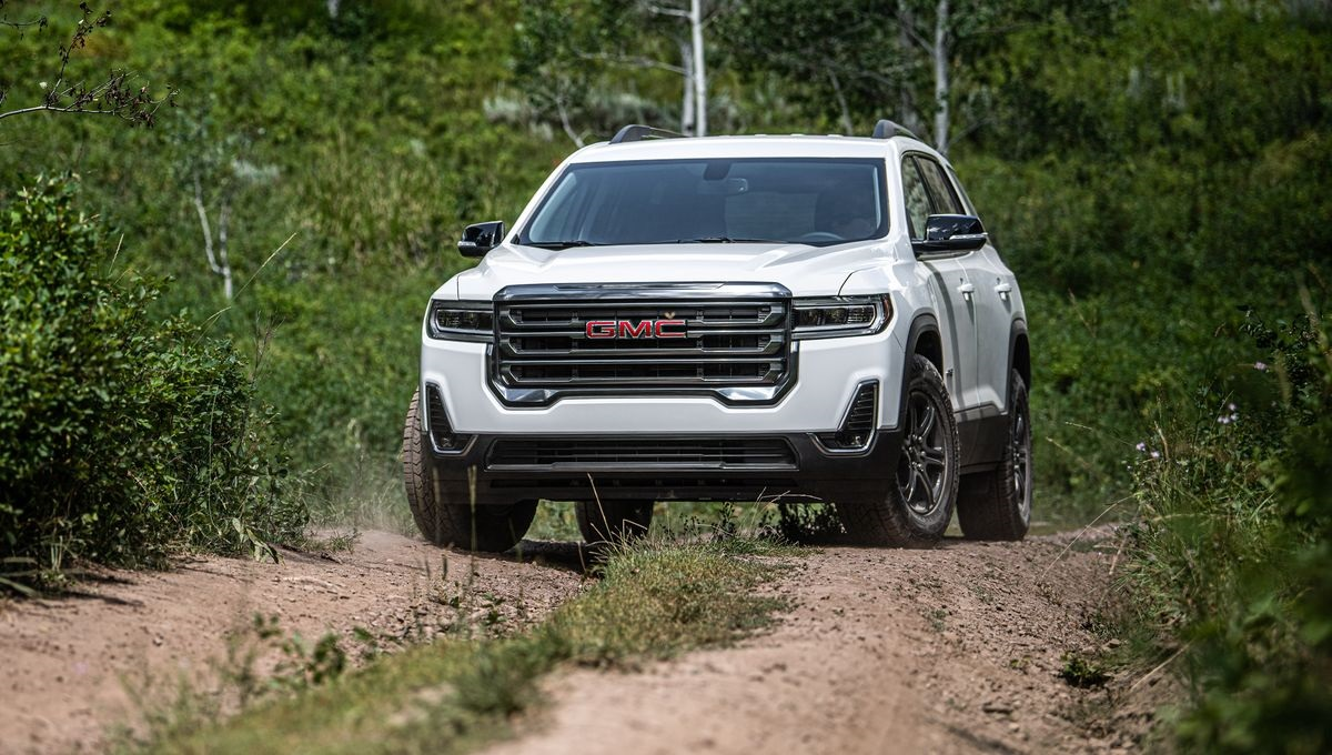 which 2021 gmc acadia is better  denali or at4