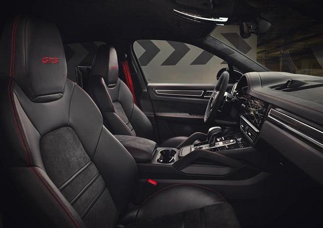 2022 Porsche Cayenne interior